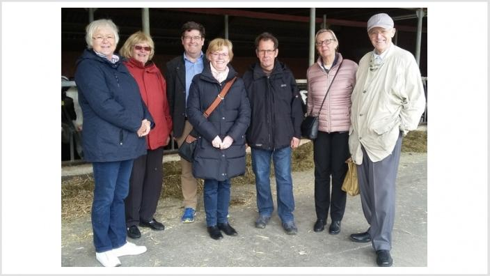 von rechts nach links: Hans Machate, Marlies Homuth-Kenklies, Landwirt Cappell-Höpken, Elke Janura, Henning Aretz, Margarete Iversen, Birgit Fort
